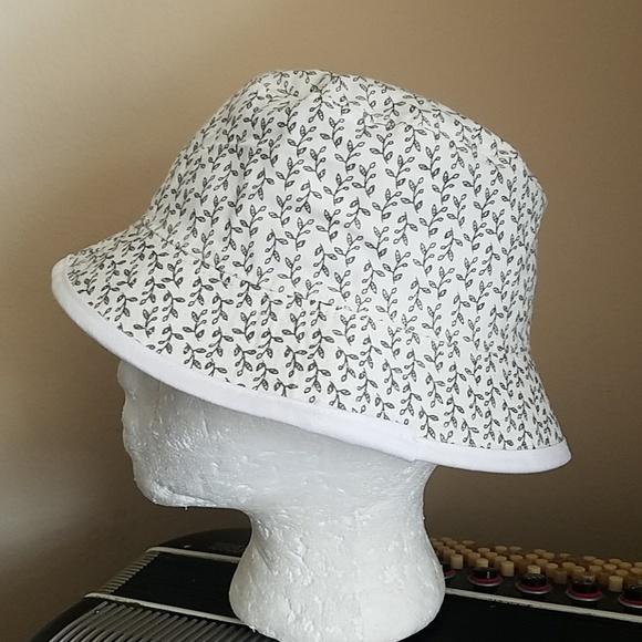 a1e542c646d NWT - KEDS NAVY BLUE   WHITE REVERSIBLE BUCKET HAT